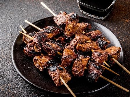 Крехък сочен маринован свински черен дроб на скара с накиснат в марината от прясно мляко и сода - снимка на рецептата